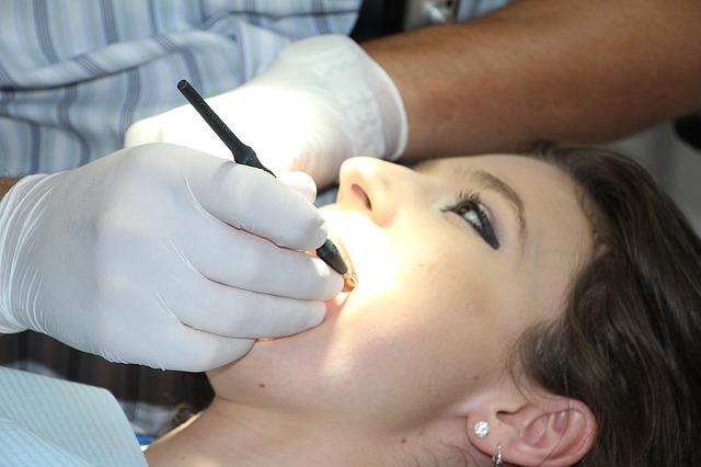 tatuaj dentar
