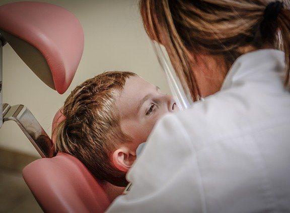 medic dentist Uranus